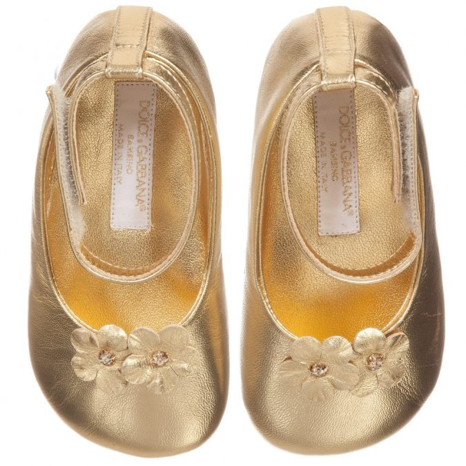 dolce-gabbana-baby-girls-metallic-gold-leather-shoes-138704-4bb1426068adf73e18aae51220a25b99116f678f-675x675 20+ Adorable Baby Girls Shoes Fashion for 2018