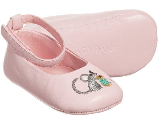 dolce-gabbana-baby-girls-pink-leather-pre-walker-shoes-138714-abe9a1534eab6ea81a28c491fa9c4429c60e52a0-675x499 20+ Adorable Baby Girls Shoes Fashion for 2020
