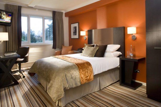 img-38-67-Stylish-Modern-Small-Bedroom-Ideas-675x450 25+ Elegant Orange Bedroom Decor Ideas
