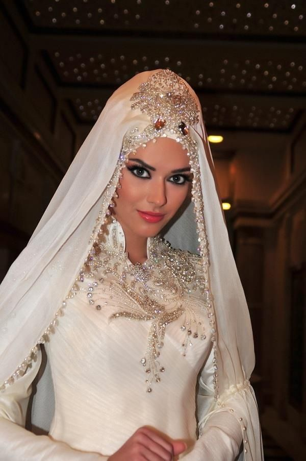 img_1471677723_775 5 Stylish Muslim Wedding Dresses Trends for 2020