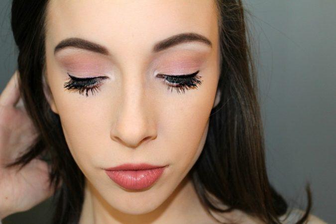 kobieta-675x450 Hottest 3D Fiber Lash Mascaras Trends