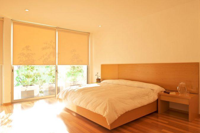 orange-bedrooms-with-large-windows-675x450 25+ Elegant Orange Bedroom Decor Ideas