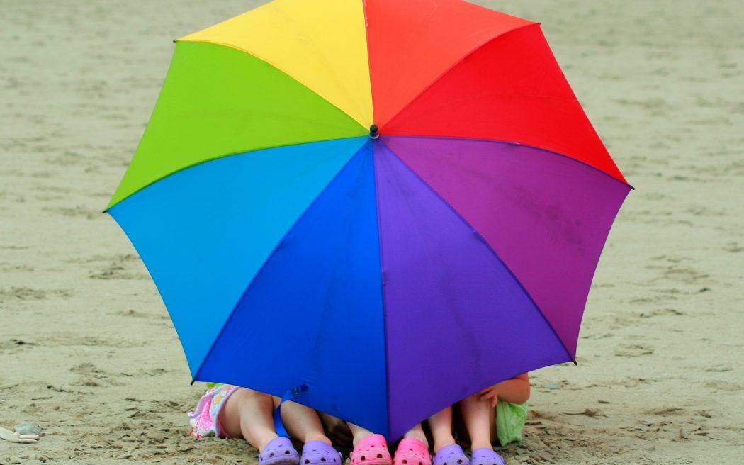 rainbow_umbrella-1680x1050 15 Unusual Umbrellas Design Ideas
