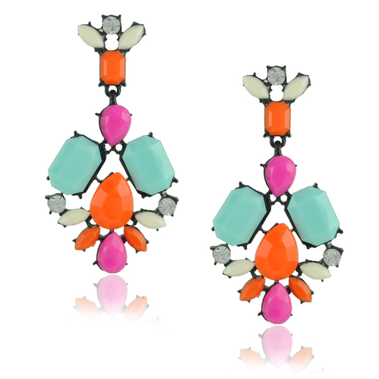 statement-earrings5 5 Spring & Summer Accessories Fashion Trends in 2017