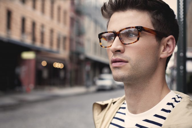 tortoise-shell-glasses-for-guys-675x450 20+ Best Eyewear Trends for Men and Women