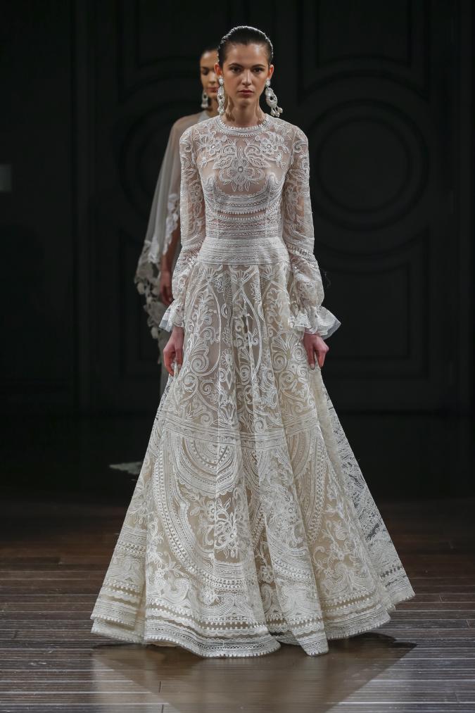 wedding-dress-Naeem-Khan2-675x1013 2018 Wedding dresses Trends for a Gorgeous-looking Brid