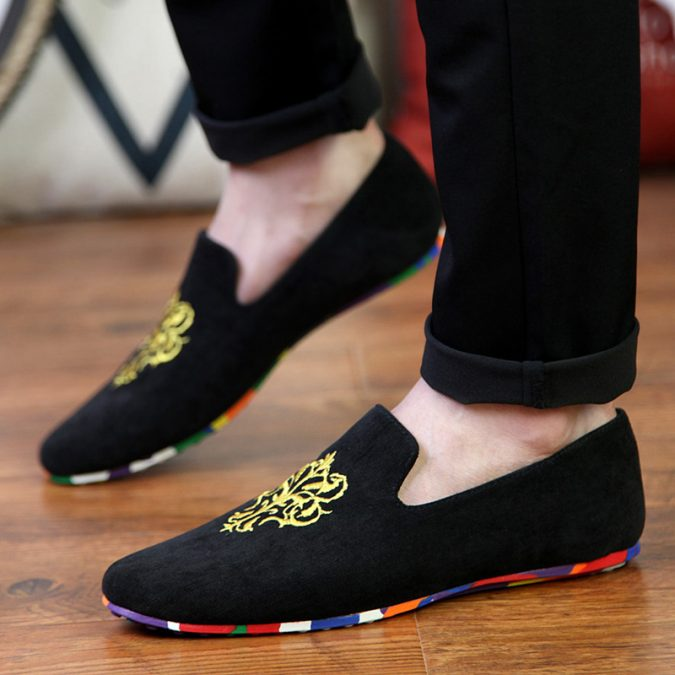 A-pair-of-slippers2-675x675 10 Most Stylish Outfits for Guys in Summer 2020