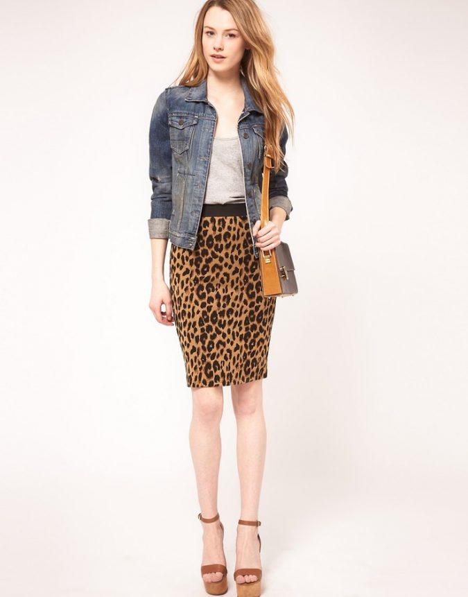 Animal-Print-Skirt-675x861 +40 Elegant Teenage Girls Summer Outfits Ideas in 2021