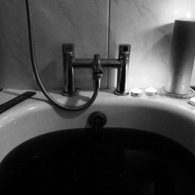 Black-bath-bomb2-675x675 4 Creative & Easy DIY Bath Bombs