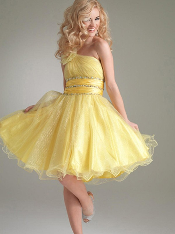 Bright-Colored-Short-Dress +40 Elegant Teenage Girls Summer Outfits Ideas in 2021