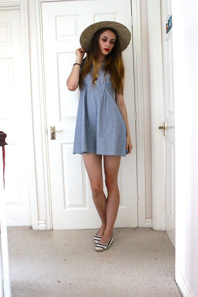 Brim-Hat-with-Dress +40 Elegant Teenage Girls Summer Outfits Ideas in 2021