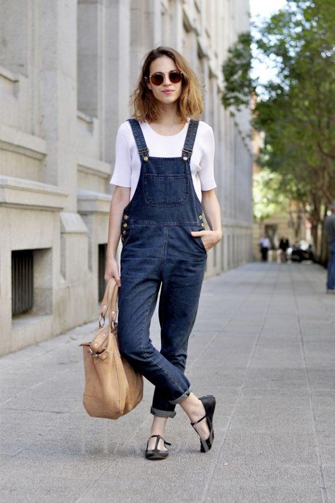 Casual-Dark-Denim-Overalls-For-Women-Street-Style-2-675x1013 +40 Elegant Teenage Girls Summer Outfits Ideas in 2021