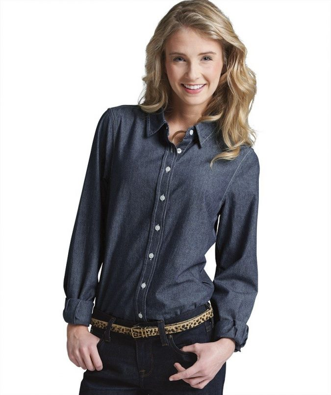 Chambray-shirt-675x804 6 Fabulous Outfits for Women Over 40