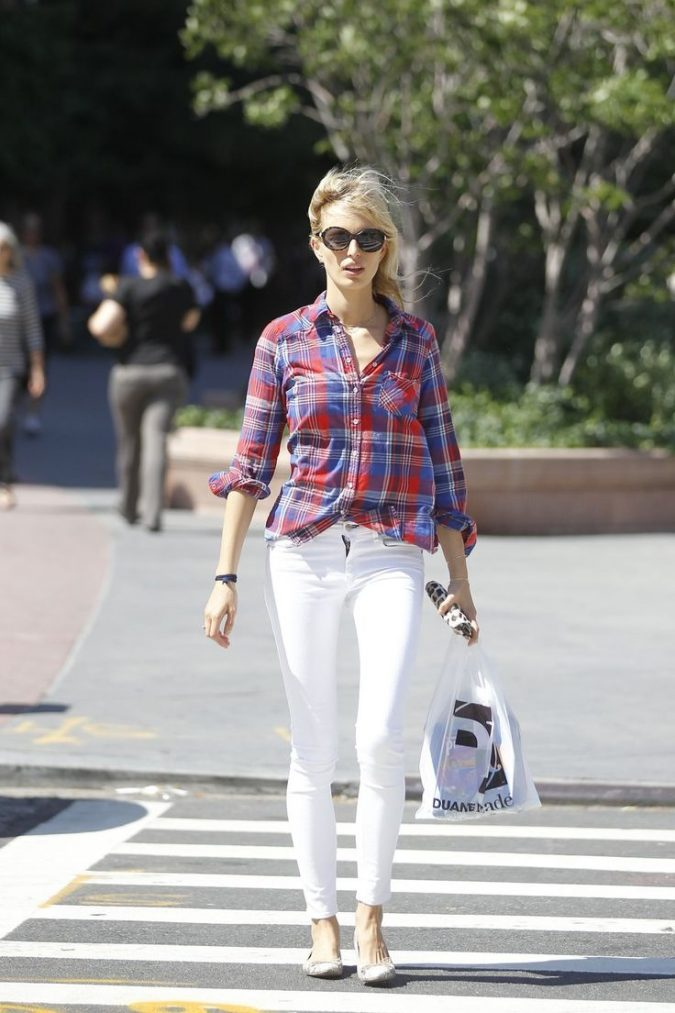 Checkered-Shirt-and-White-Pants-675x1013 18 Work Outfits Every Working Woman Should Have