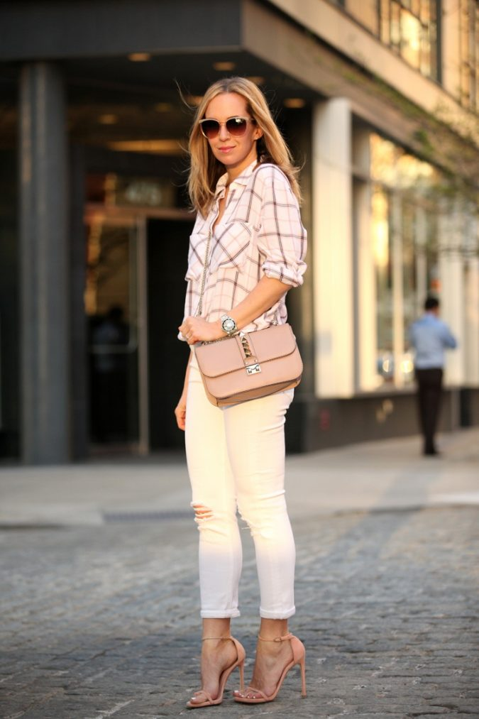 Checkered-Shirt-and-White-Pants2-675x1013 18 Work Outfits Every Working Woman Should Have