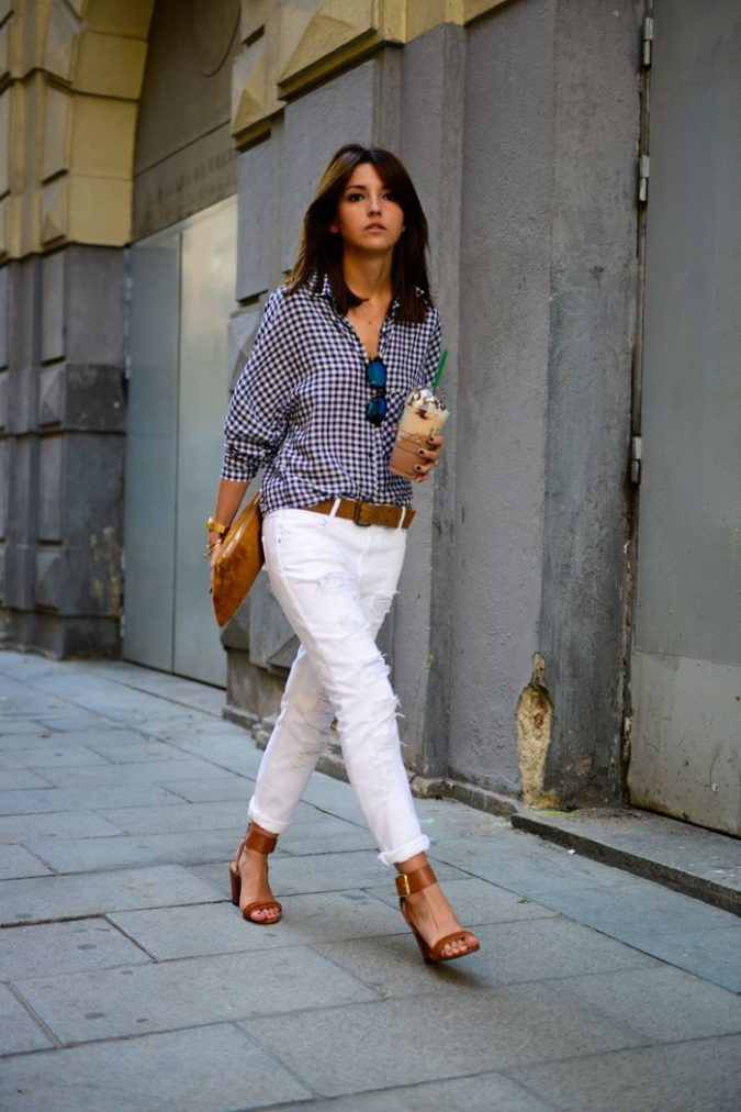 Checkered-Shirt-and-White-Pants3-675x1012 18 Work Outfits Every Working Woman Should Have