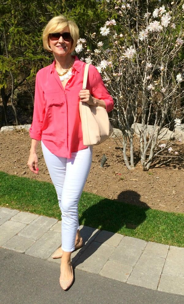 Deborah-Boland-Fabulous-After-40-white-pants1 6 Fabulous Outfits for Women Over 40