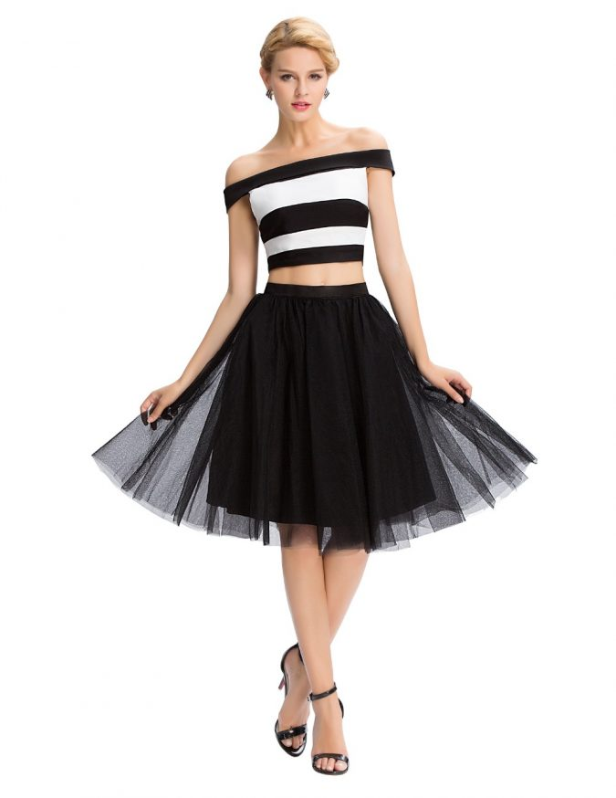 Fluffy-Skirt-with-Strapless-Striped-Top-675x874 +40 Elegant Teenage Girls Summer Outfits Ideas in 2020
