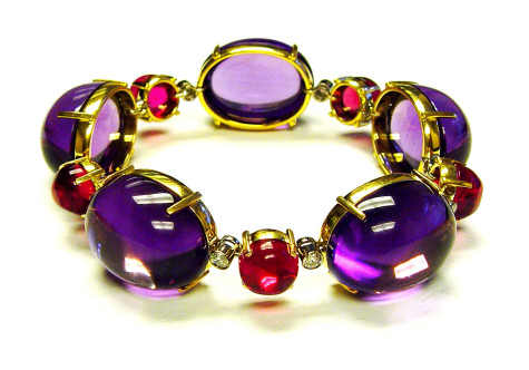 GOSHWARA-Rock-n-Roll-Cabochon-Bracelet-in-Amethyst-Rubelite-with-Diamonds-in-18Y-475x332 How To Hide Skin Problems And Wrinkles Using Jewelry?
