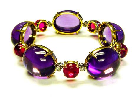 GOSHWARA-Rock-n-Roll-Cabochon-Bracelet-in-Amethyst-Rubelite-with-Diamonds-in-18Y-475x332 How To Hide Skin Problems And Wrinkles Using Jewelry?