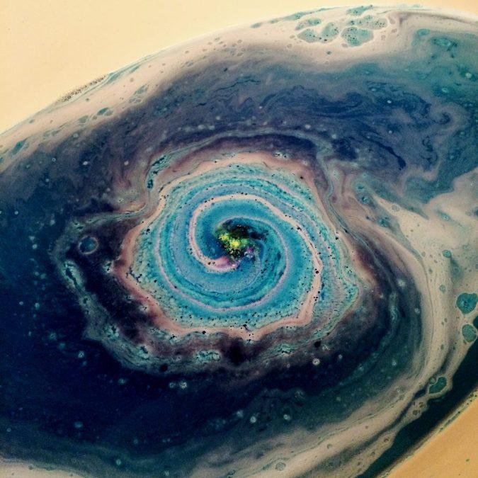 Galaxy-bath-bomb2-675x675 4 Creative & Easy DIY Bath Bombs