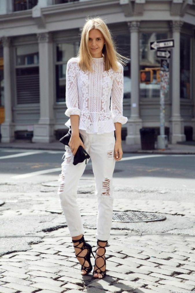 Lace-Top-chic-jean-skinny-femme-tenue-bohème-belle-femme-675x1013 10 Main Steps to Become a Fashion Journalist and Start Your Business