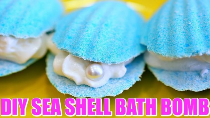 Mermaid-shell-bath-bomb3-675x380 4 Creative & Easy DIY Bath Bombs