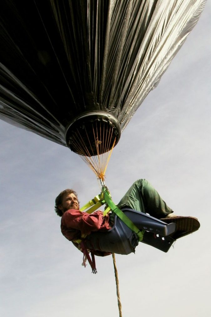 Solar-Balloon2-675x1012 Top 12 Unusual Solar-Powered Products