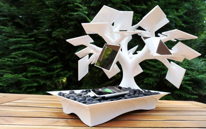 Solar-Bonsai-Tree-675x422 12 Unusual Solar-Powered Products in 2017