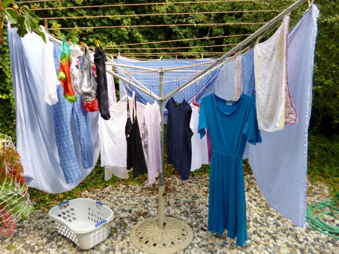 Solar-clothes-dryer2-675x506 12 Unusual Solar-Powered Products in 2017