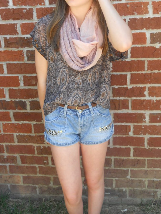 Studded-Short-with-Printed-Shirt-675x900 +40 Elegant Teenage Girls Summer Outfits Ideas in 2021