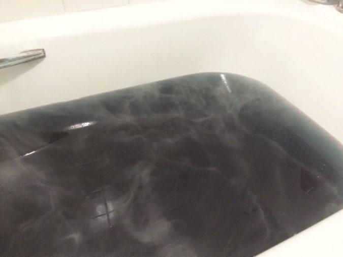black-as-your-soul-bathbomb-5-675x506 4 Creative & Easy DIY Bath Bombs