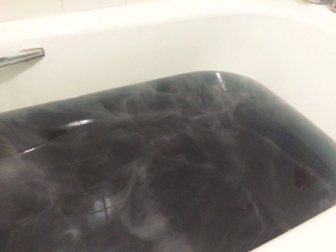 black-as-your-soul-bathbomb-5-675x506 4 Most Creative DIY Bath Bombs