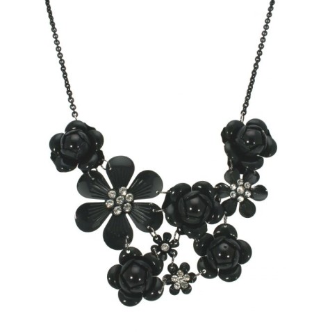 black-necklace-475x477 How To Hide Skin Problems And Wrinkles Using Jewelry?