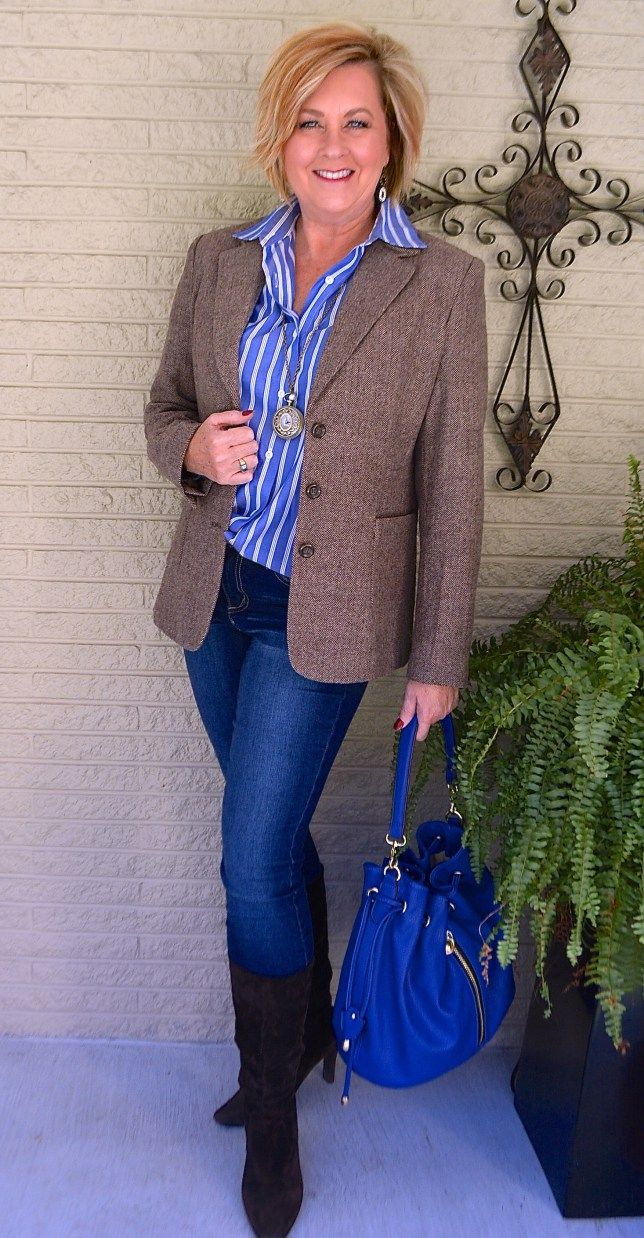blue-purse 6 Fabulous Outfits for Women Over 40