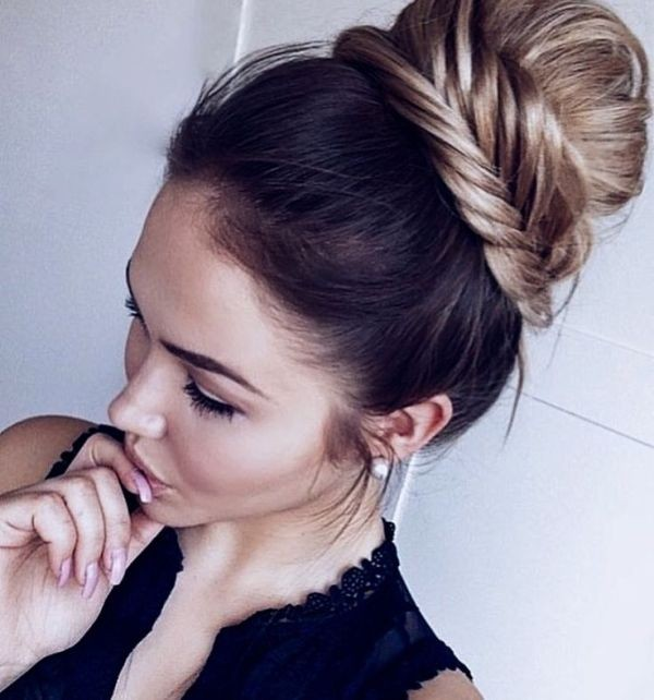 buns-16 28 Hottest Spring & Summer Hairstyles for Women 2020