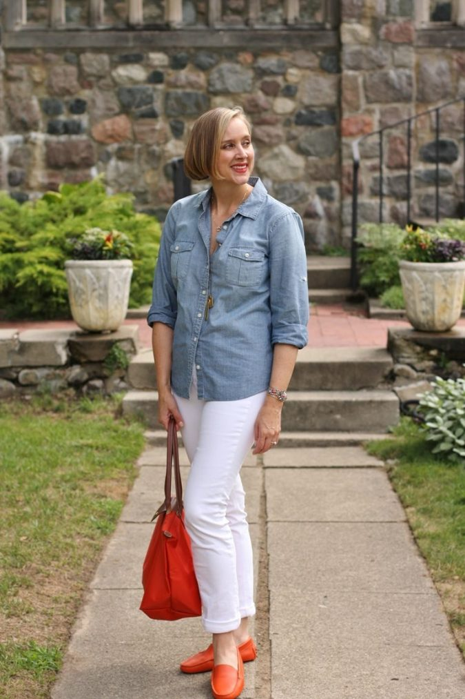 chambray-shirt-white-jeans-and-orange-shoes-bag-3-675x1013 6 Fabulous Outfits for Women Over 40