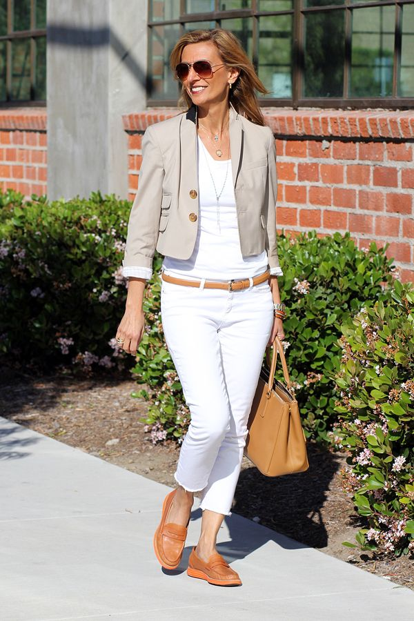 flats3 6 Fabulous Outfits for Women Over 40