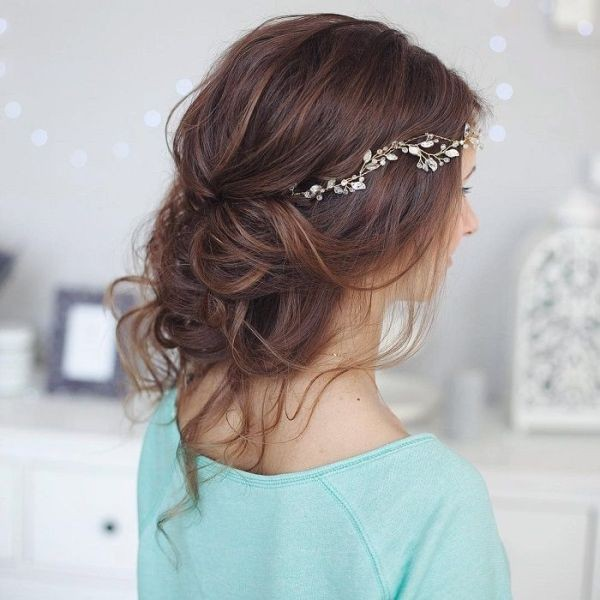 messy-hairstyles-18 28 Hottest Spring & Summer Hairstyles for Women 2020