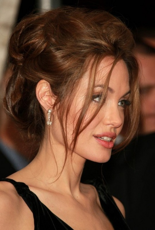 messy-hairstyles-3 28 Hottest Spring & Summer Hairstyles for Women 2020
