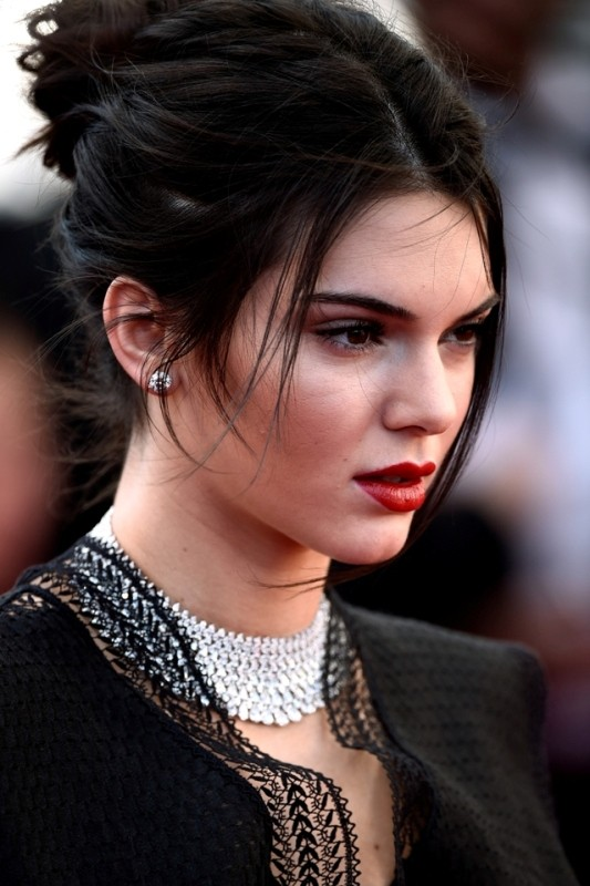 messy-hairstyles-4 28 Hottest Spring & Summer Hairstyles for Women 2018