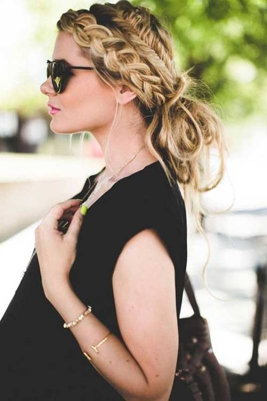 messy-hairstyles-7 28 Hottest Spring & Summer Hairstyles for Women 2020