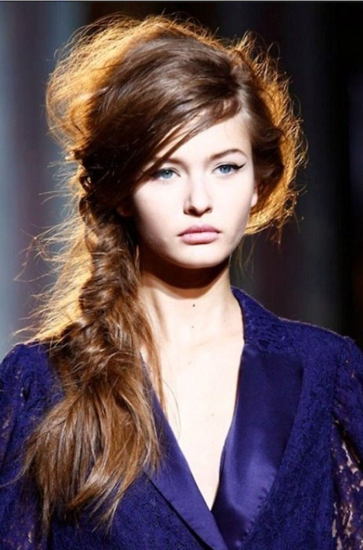 messy-hairstyles-8 28 Hottest Spring & Summer Hairstyles for Women 2020