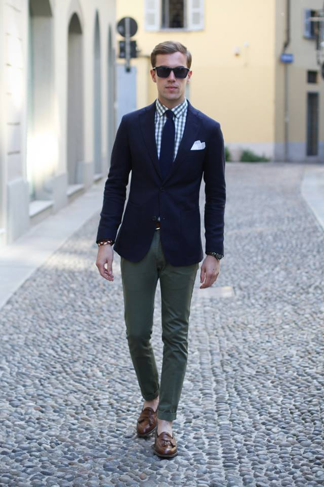navy-blazer-with-checkered-shirt 14 Splendid Wedding Outfits for Guys in 2021