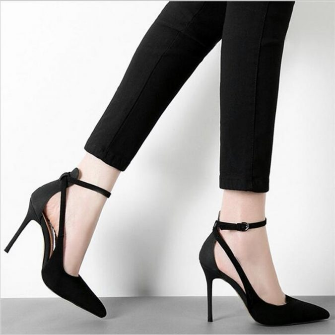 pointed-shoes-675x675 18 Work Outfits Every Working Woman Should Have