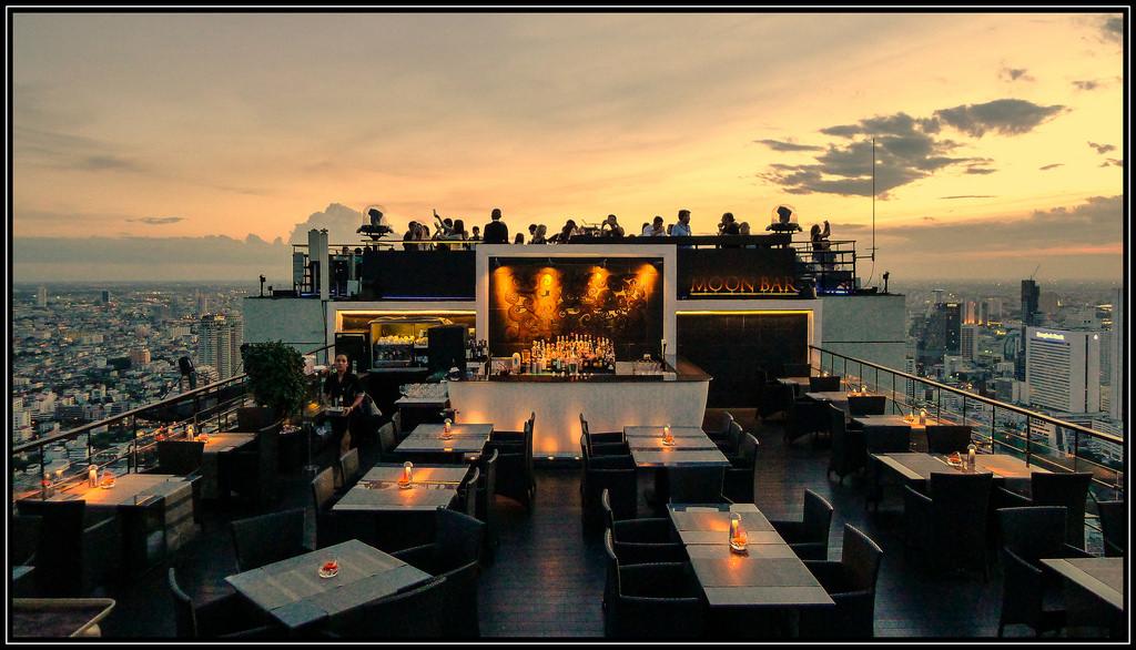 14801952875_c271111d88_b 10 World's Most Unusual Restaurants