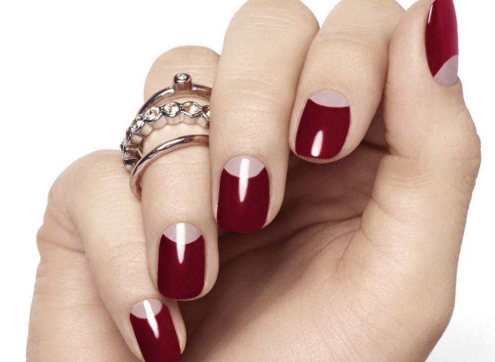 18-moon-shaped-acrylic-nails.jpg 125 years of Fingernails Trends Development