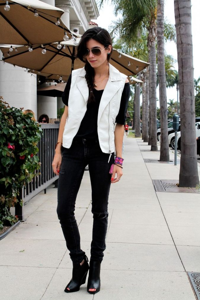 3.-all-black-outfit-with-white-moto-vest-675x1013 5 Casual Winter Outfits for Elegant Ladies