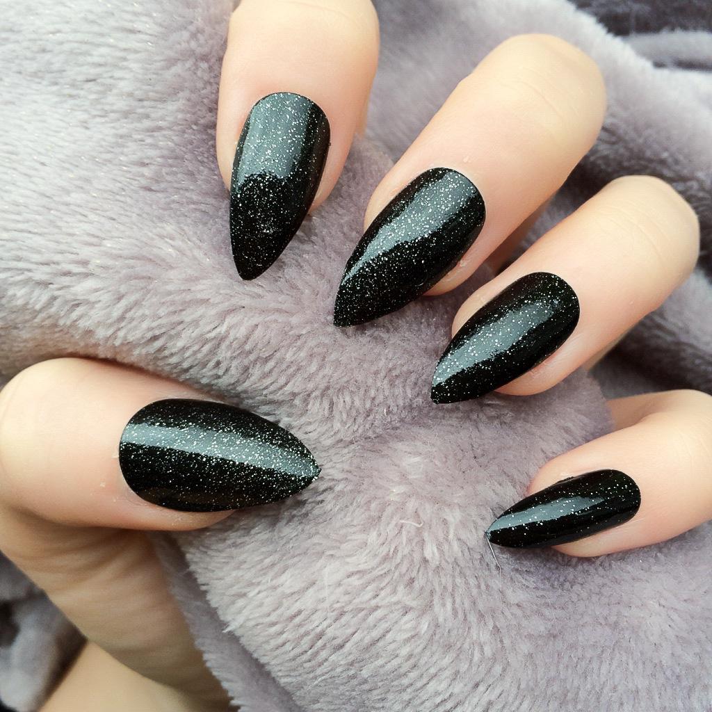 4614230805 125 years of Fingernails Trends Development
