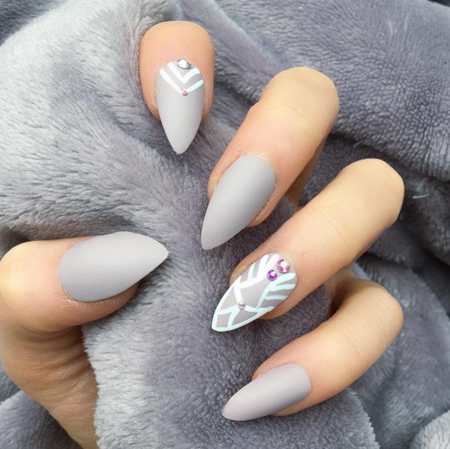 4631781502 125 years of Fingernails Trends Development